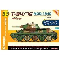 Cyber-Hobby T-34/76 Mod. 1940 w/Soviet Gen 2 Weapons D9153