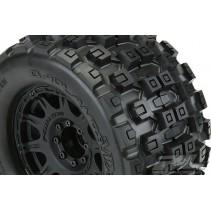 Proline Badlands MX38 3.8in on Raid Black 8x32 17mm Hex PL10127-10